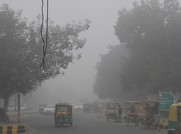 800px-Low_visibility_due_to_Smog_in_entry_of_Chelmsford_Road_New_Delhi_31st_Dec_2017_9AM_DSCN8819_1.jpg
