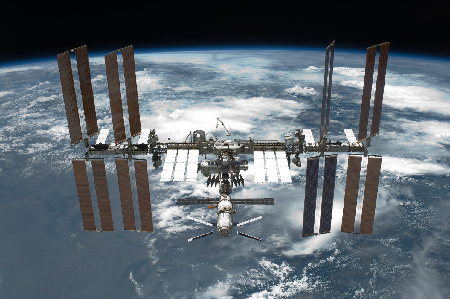 STS-134_International_Space_Station_after_undocking.jpg