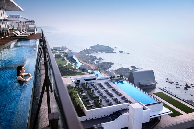 Hilton Busan Exterior_Pool Side 2.jpg