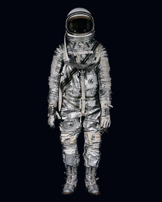 STOCK_MM8845_winters_john_glenn_space_suit_02_BIG.jpg
