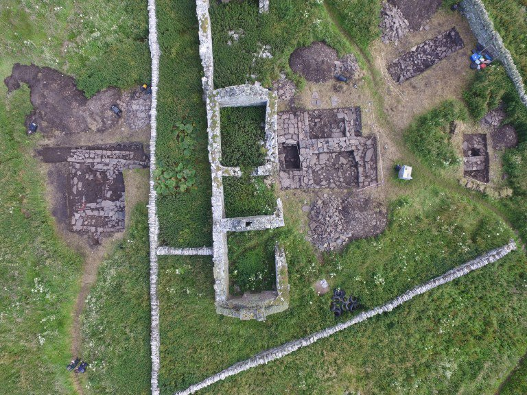Skaill-Overhead-view-of-the-trenches-Norse-hall-on-the-left-credit-Bobby-Friel.jpg
