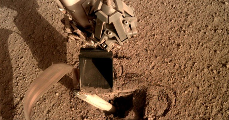 nasa-fixed-rover-mars-hitting-with-shovel-768x403.jpg