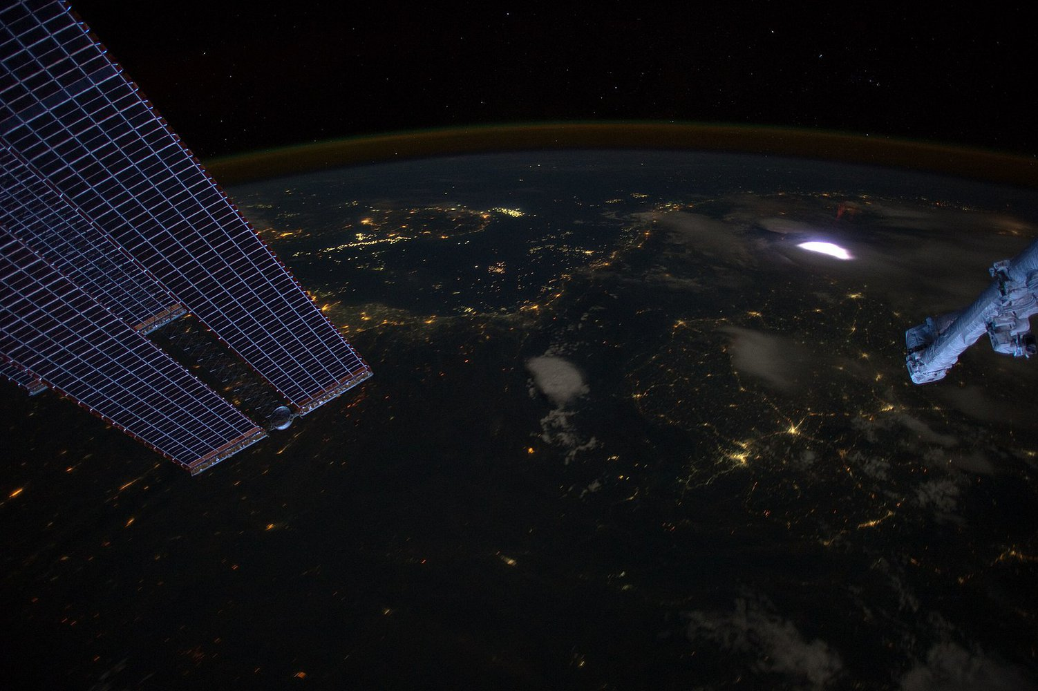 1623px-Sprite_from_ISS.jpg
