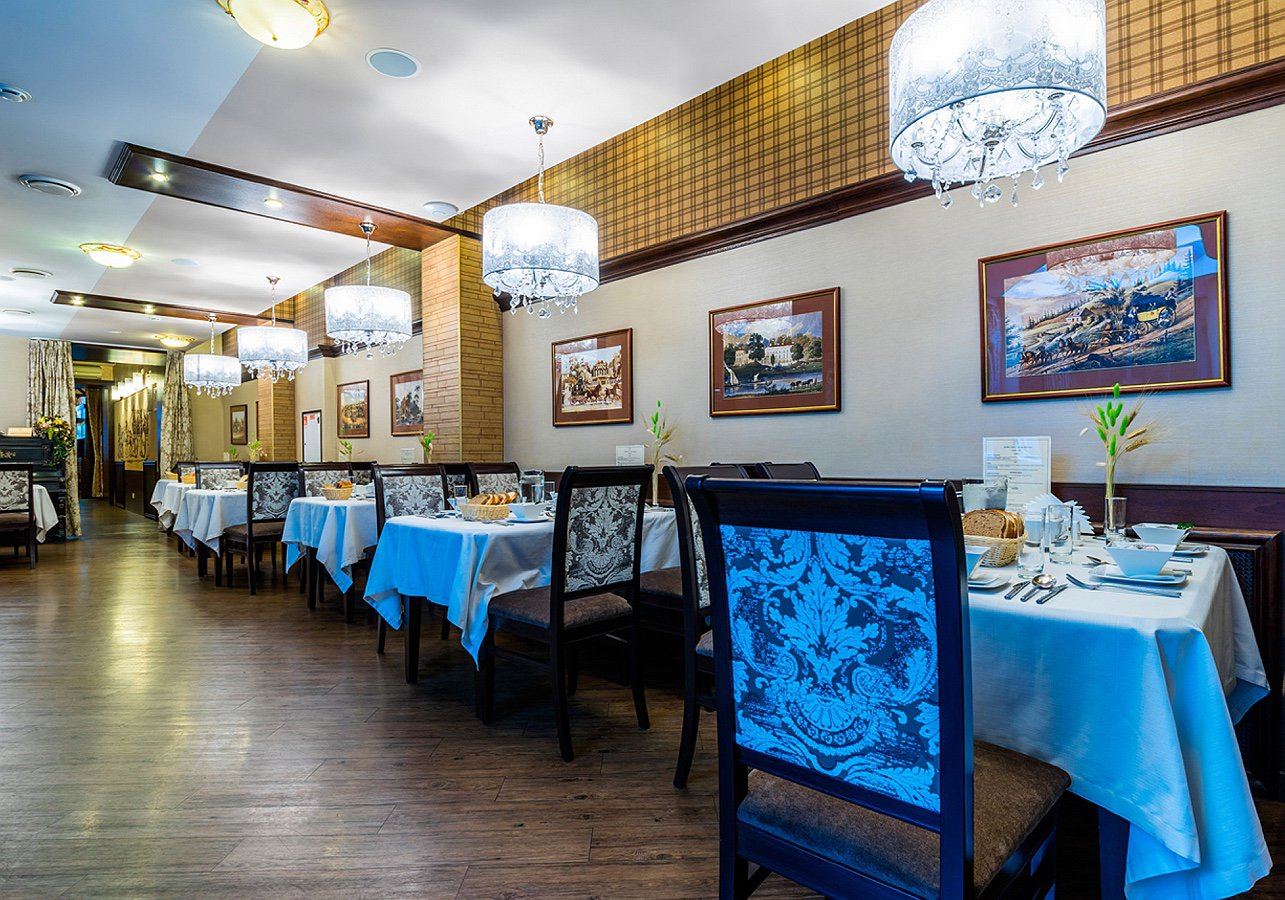 Restaurant_Favorite_Big_Hall_3_Cronwell_Inn_Stremyannaya.jpg