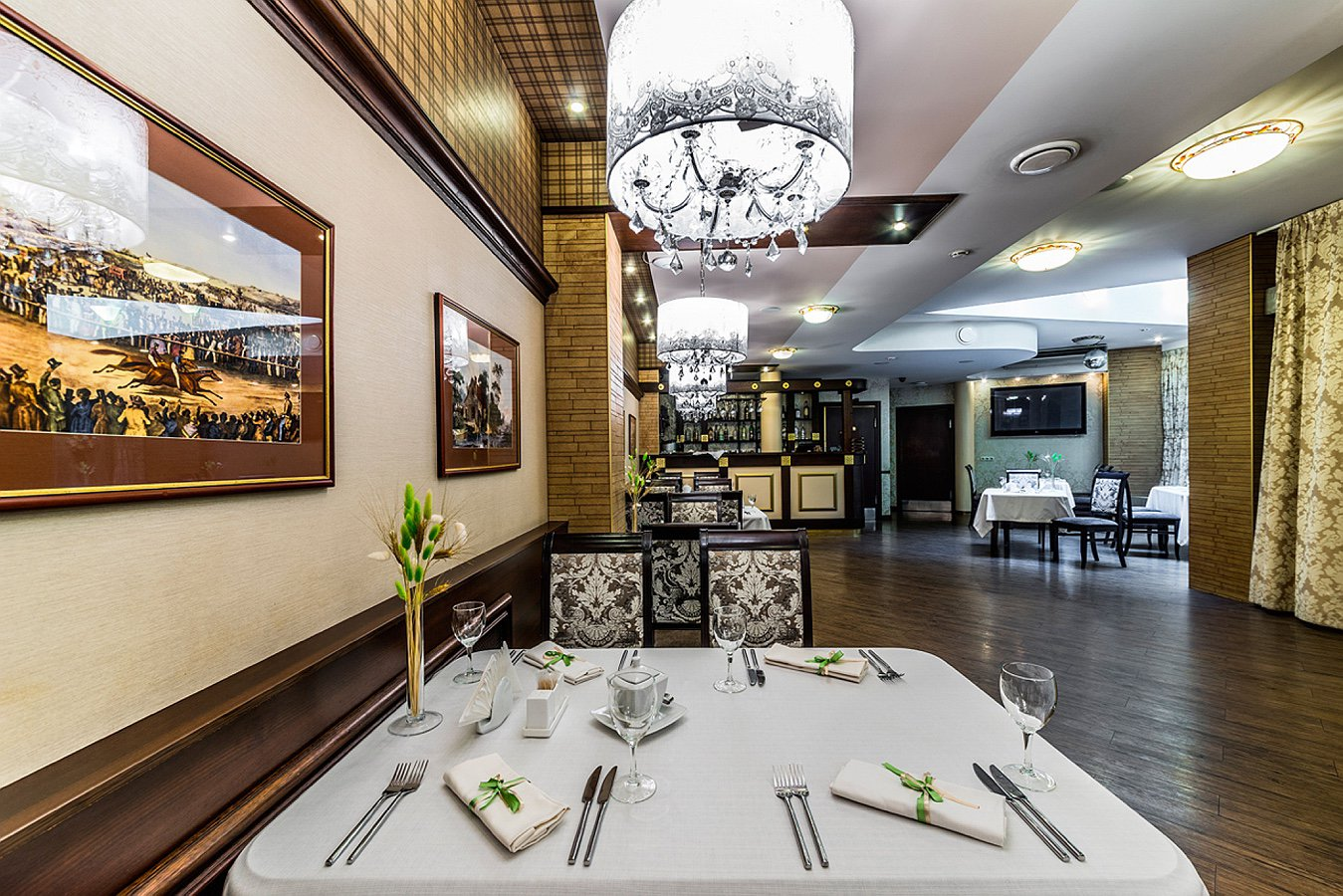 Restaurant_Favorite_Big_Hall_1_Cronwell_Inn_Stremyannaya.jpg