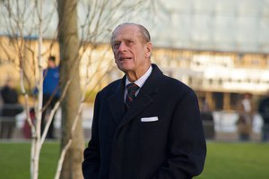 800px-Prince_Phillip_looking_at_City_Hall,_November_2008.jpg
